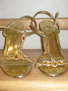 Goodwill Gems: Golden Heels & a Happy New Year