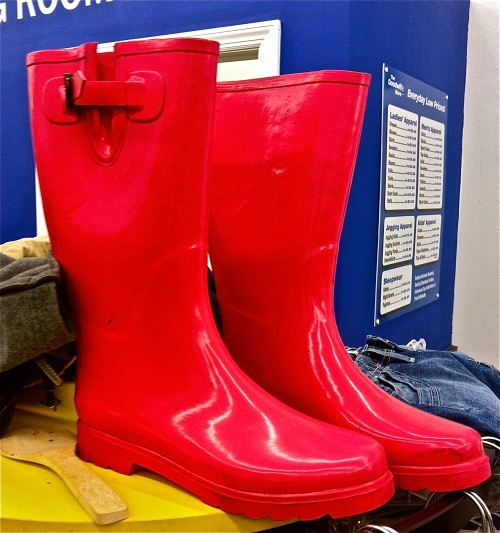 Pretty pink rain boots, like this lovely pair I found at my favorite local thrift, are perfect for sporting on rainy days, and will add a gorgeous pop of color to even the most blah of outfits.