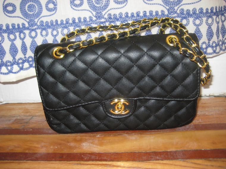 authentic-looking Chanel handbag