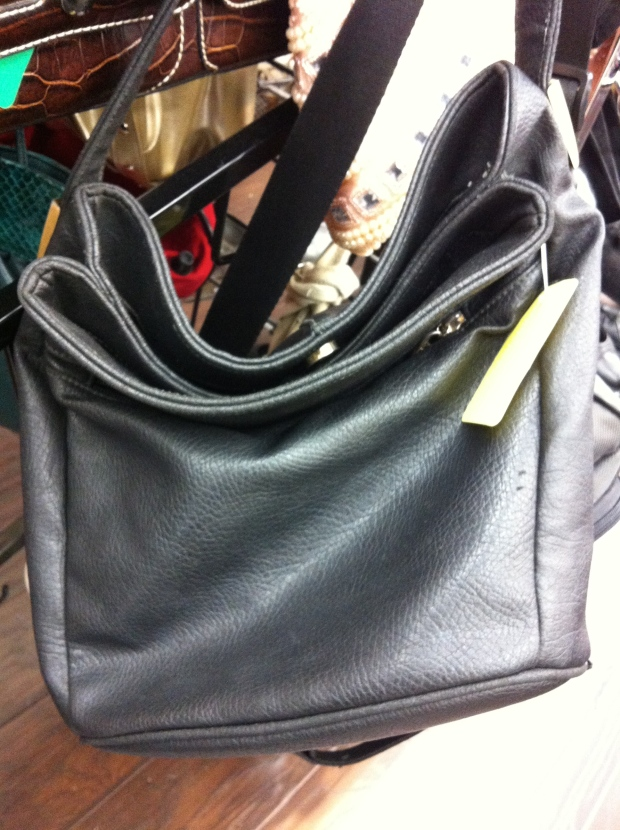 Classic, elegant, work-ready style doesn't have to be difficult. Throw on a bag like this black leather find every morning before you dash out the door to instantly add a polished and still totally pretty piece to your professional looks.